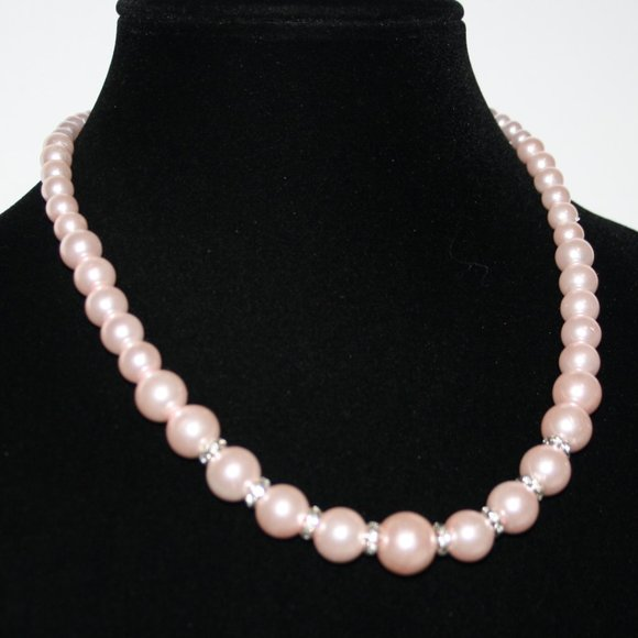 Pretty pink pearl and rhinestone necklace